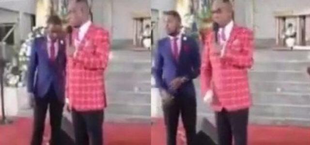 Il profeta ghanese calpesta immagine di Gesù