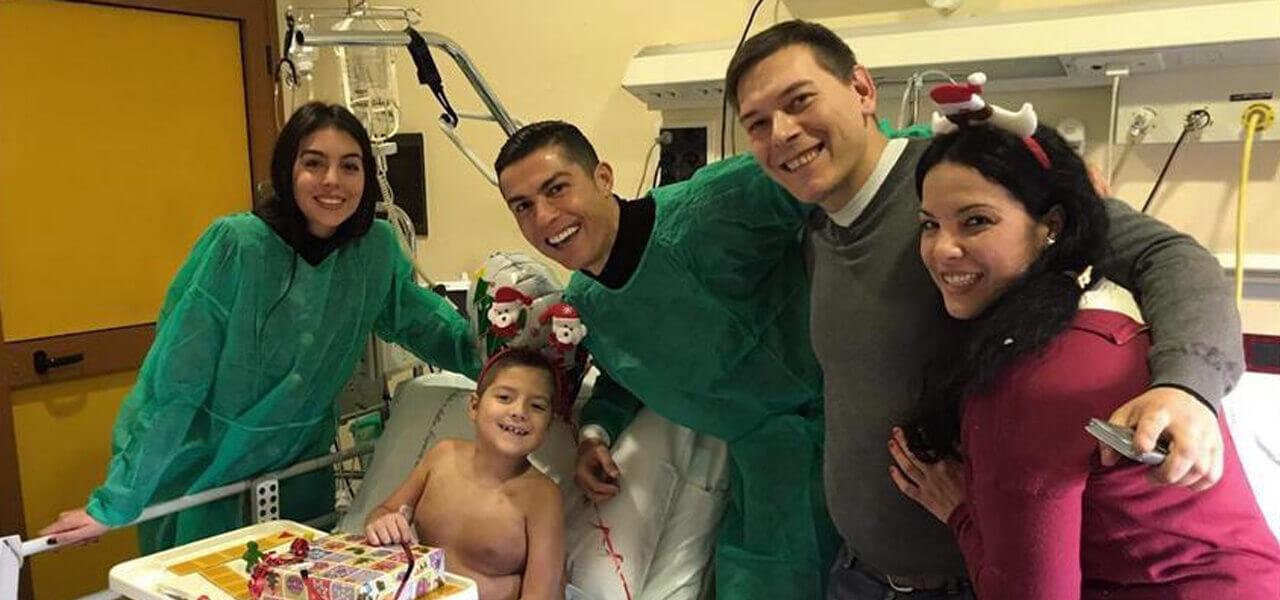 Cristiano Ronaldo in visita ai bimbi malati di Torino