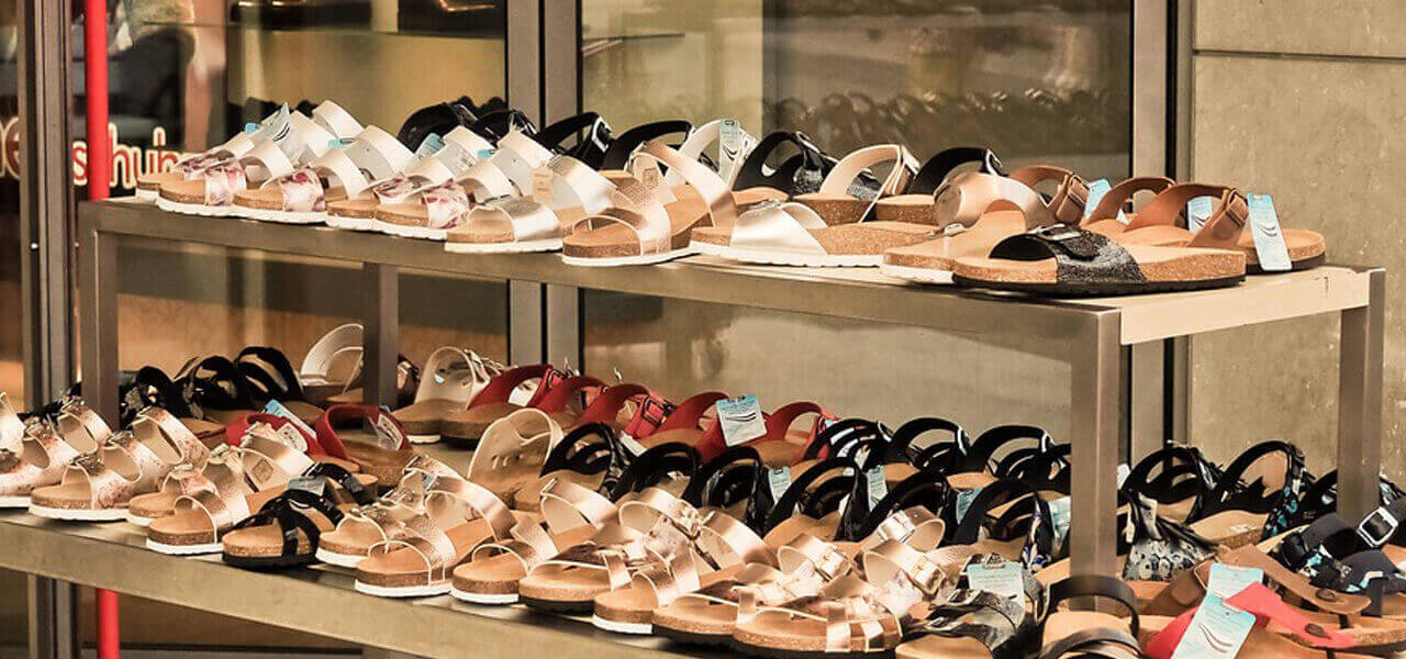 Contro acquisti online fa pagare prove di scarpe e abiti  Sarzana ... 2d69c88749f