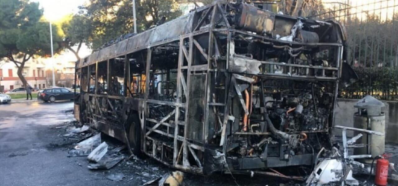 roma incendio bus atac 2019 twitter