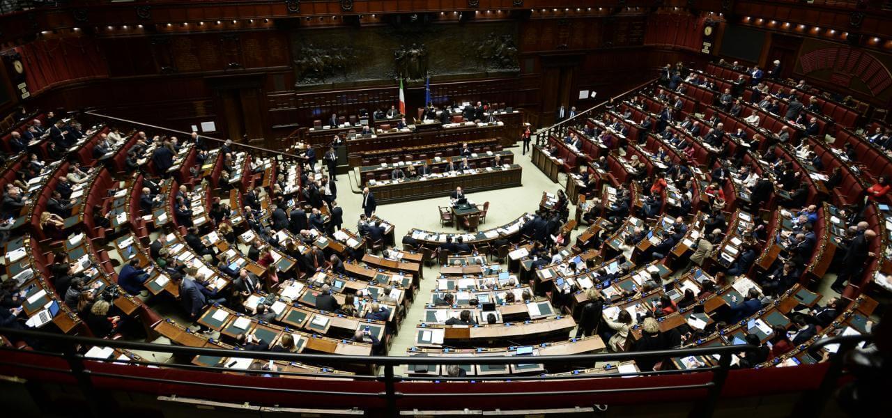 Ddl taglio parlamentari ok camera con 307 s se regge for Numero deputati