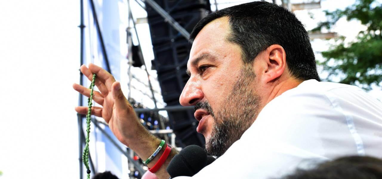 Matteo Salvini col rosario