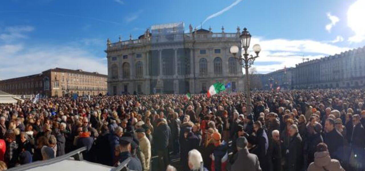 Tav, manifestazione a Torino per il sì (foto da Twitter)