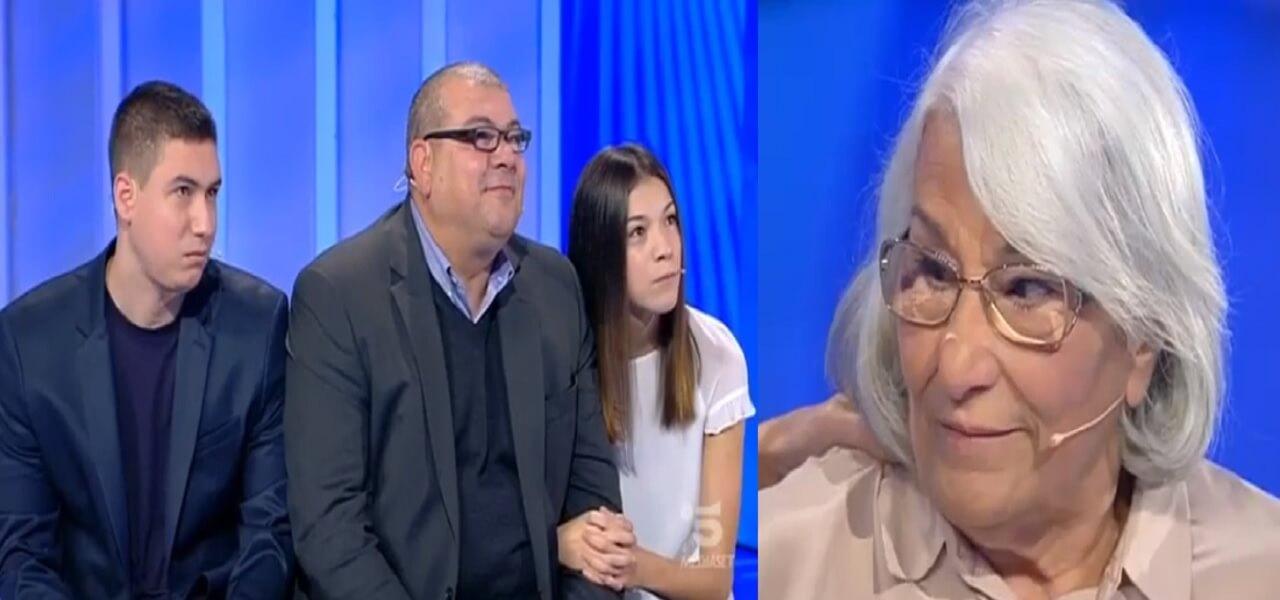 Antonino Ritrova La Madre Dopo 45 Anni C E Posta Per Te Video La Signora Maria Rosaria Speravo Fosse Lui