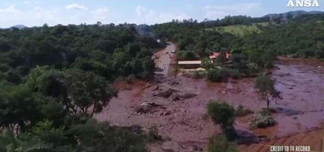 Crollo diga in Brasile