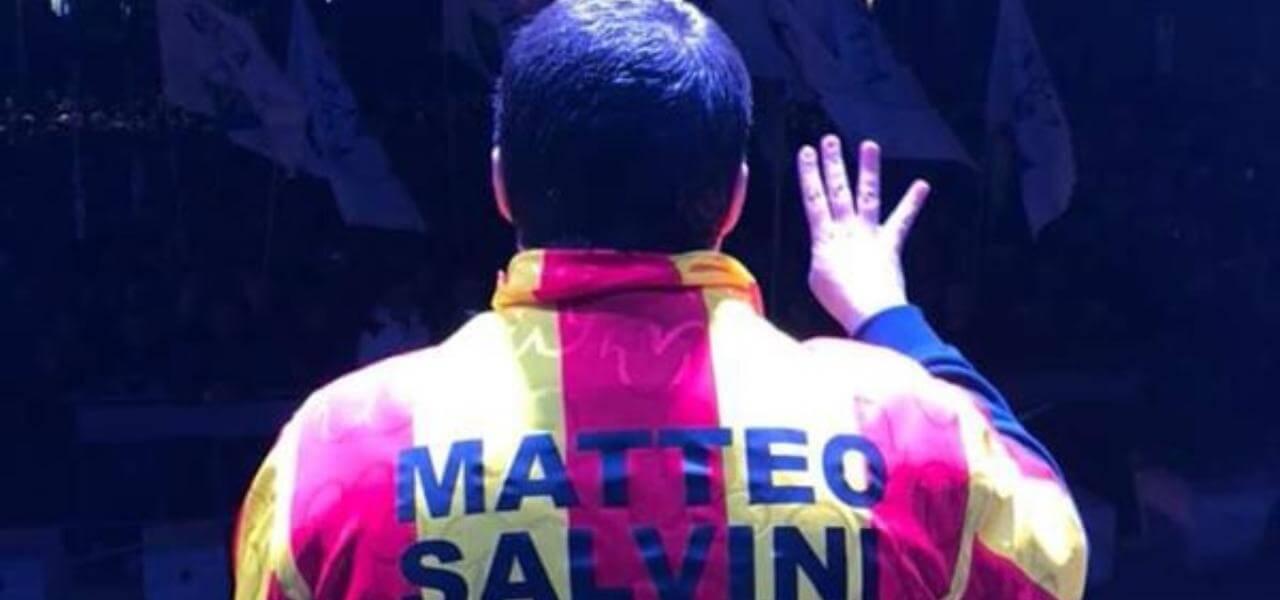 La maglia del Giulianova con Salvini