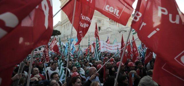 Manifestazione Sindacati Bandiere Lapresse1280 640x300