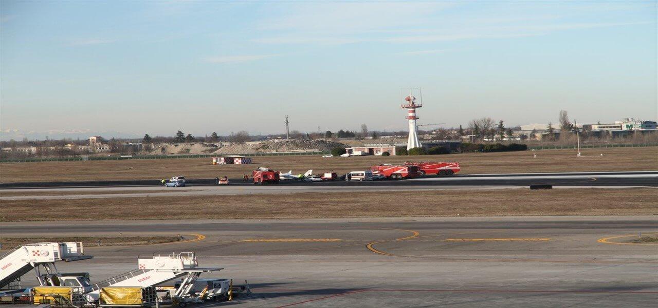 aeroporto bologna aereo atterra senza carrello twitter