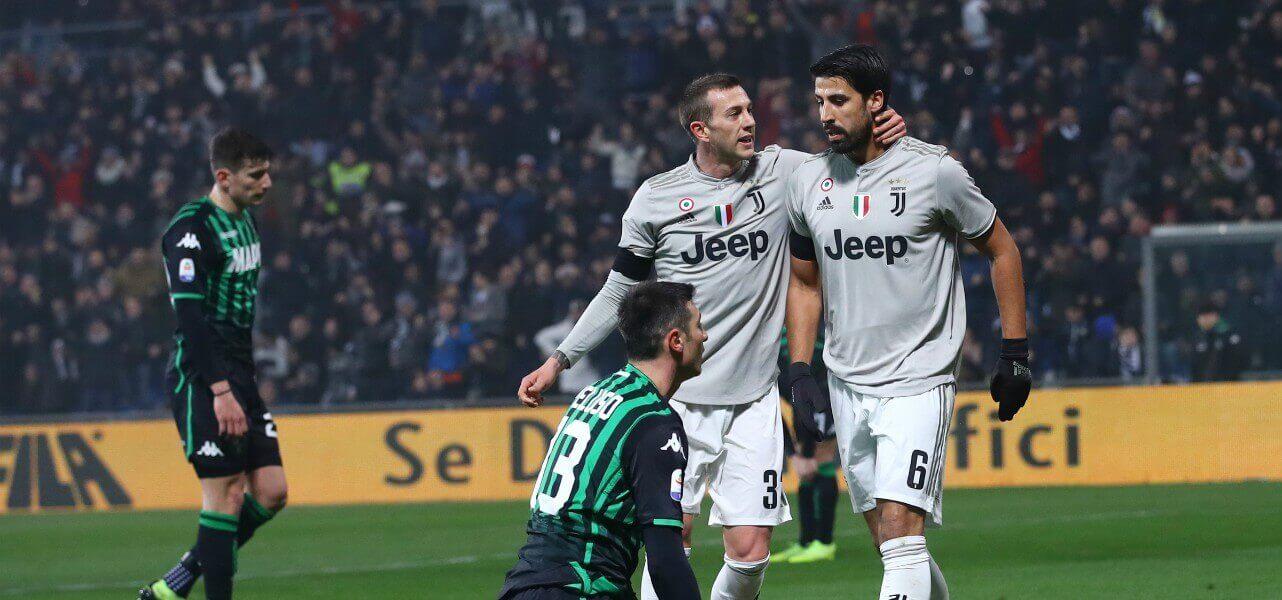 Khedira Bernardeschi Juventus Sassuolo lapresse 2019