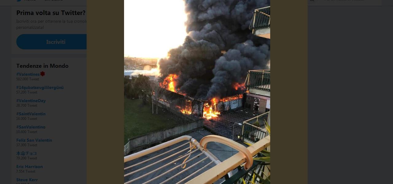 Incendio a Casoria: brucia capannone