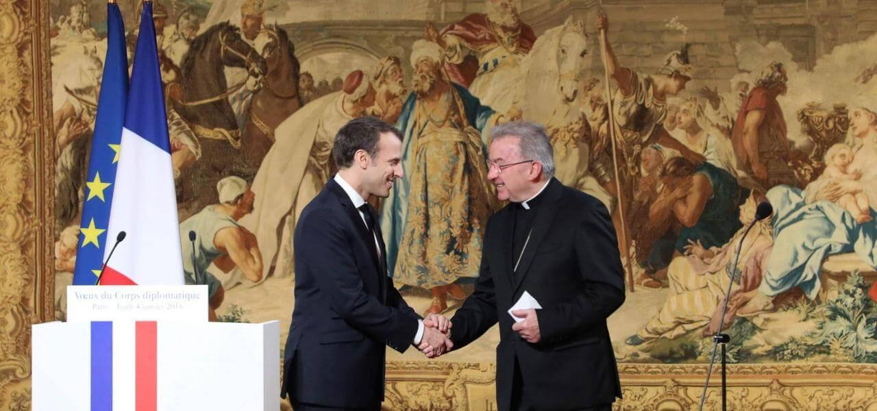 Macron col Nunzio Apostolico