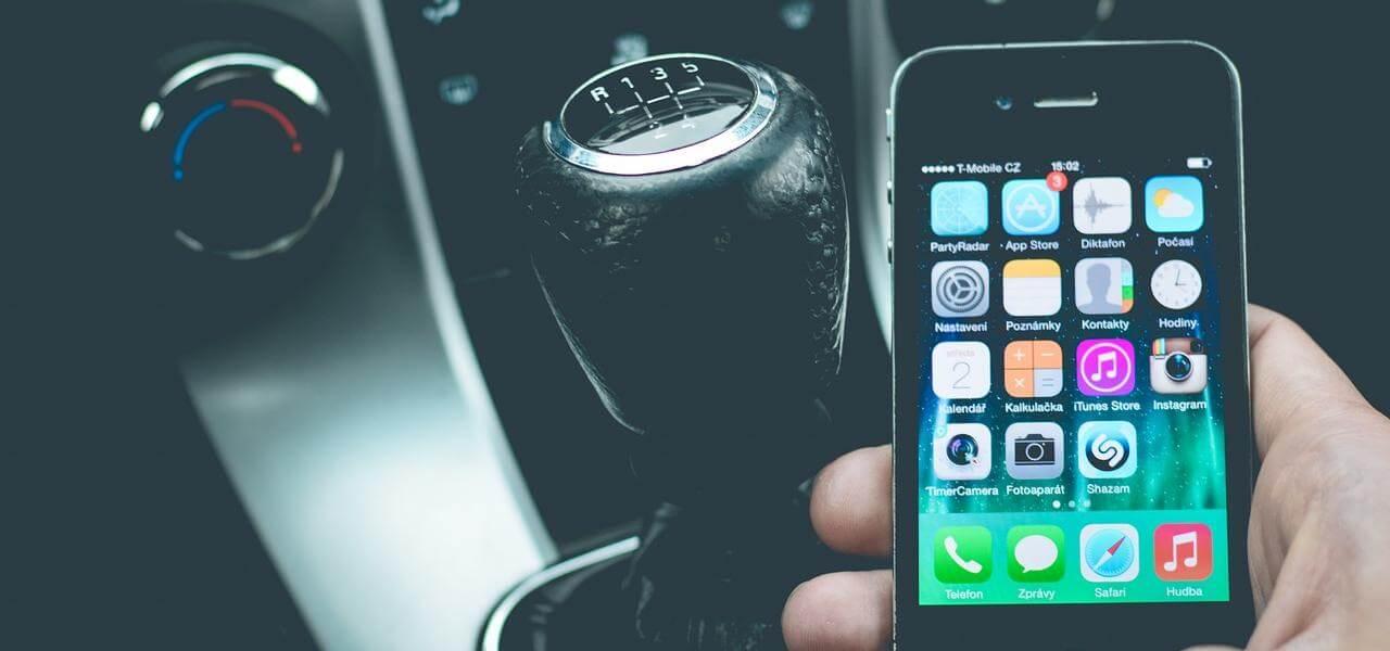 Uso smartphone alla guida