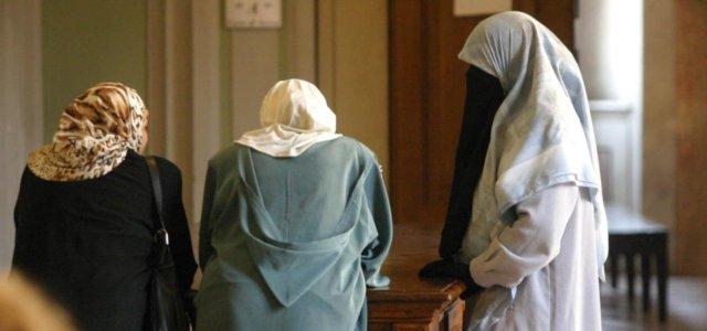 Donne col velo islamico