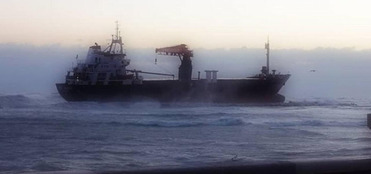 Mercantile turco arenato a Bari