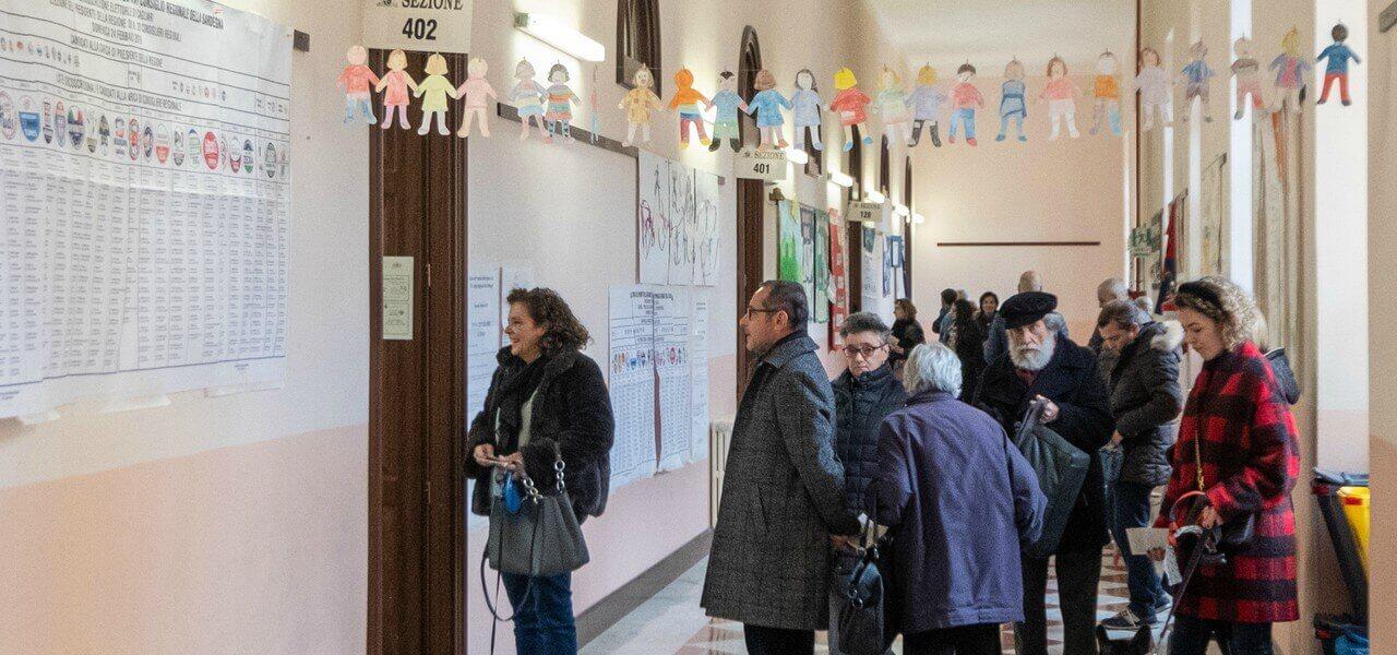 elezioni seggio sardegna lapresse1280