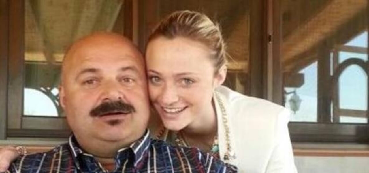 Martina Peveri con il padre, in carcere