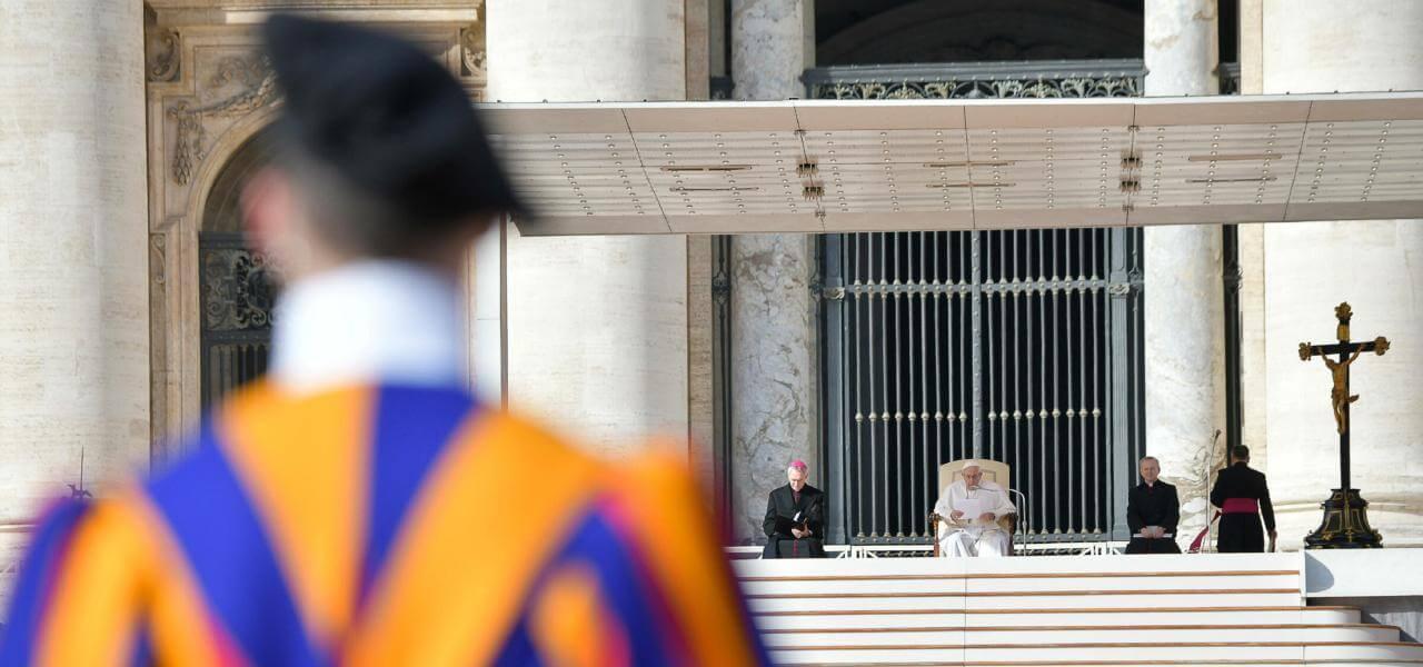 papa francesco vaticano udienza guardia svizzera lapresse 2019