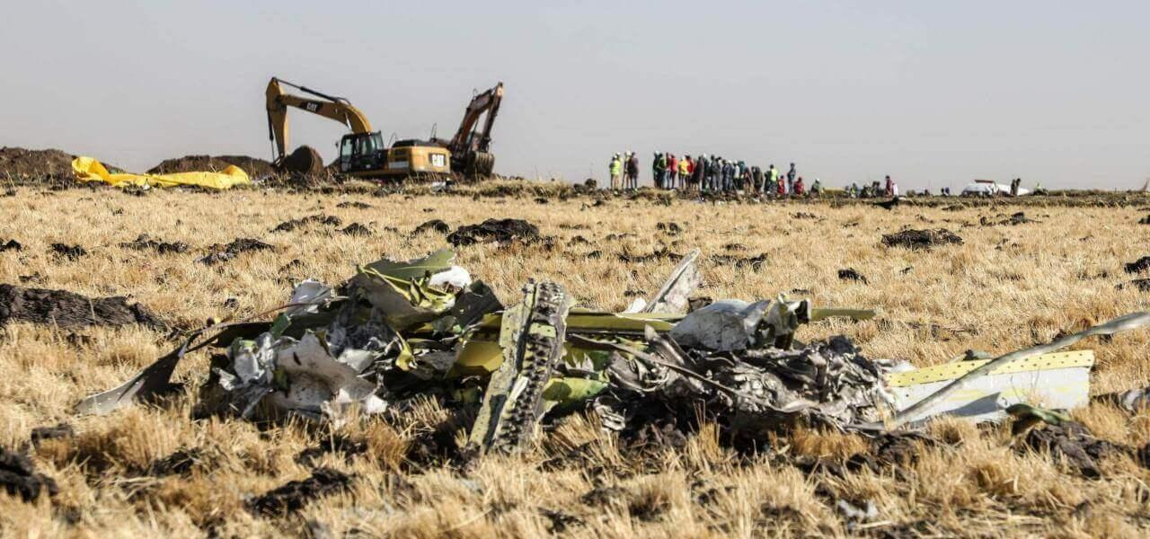 Pezzi dell'aereo caduto in Etiopia