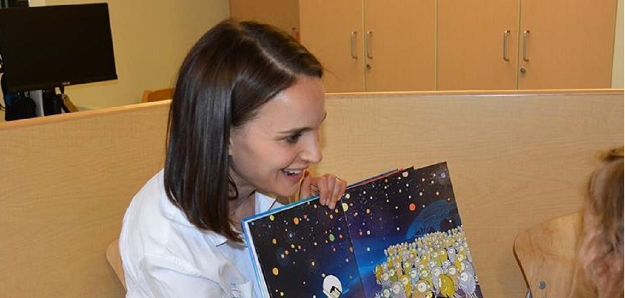 Natalie Portman/ In ospedale con i bambini di Sla e al cinema con ...