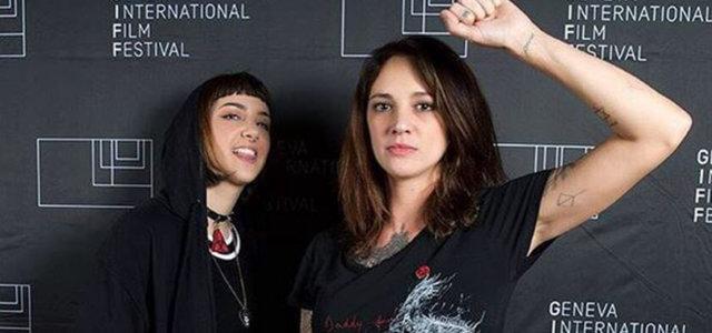 Anna Lou Castoldi con la madre Asia Argento