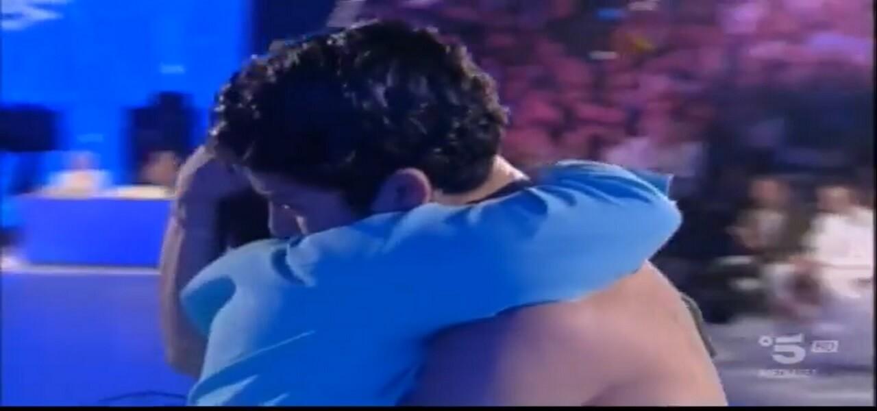 Rafael incontra la mamma ad Amici 18/ Il ballerino in lacrime ...