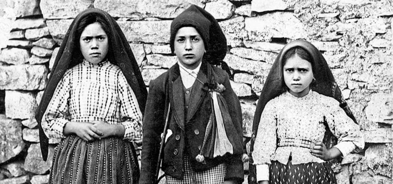 """MADONNA DI FATIMA, 102 ANNI DA APPARIZIONI/ Papa: """"Guidaci ..."""