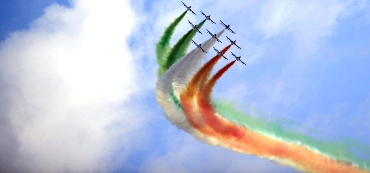 Calendario Frecce Tricolore 2020.Frecce Tricolori Su Rai1 Video Azzurro Tricolore L Evento