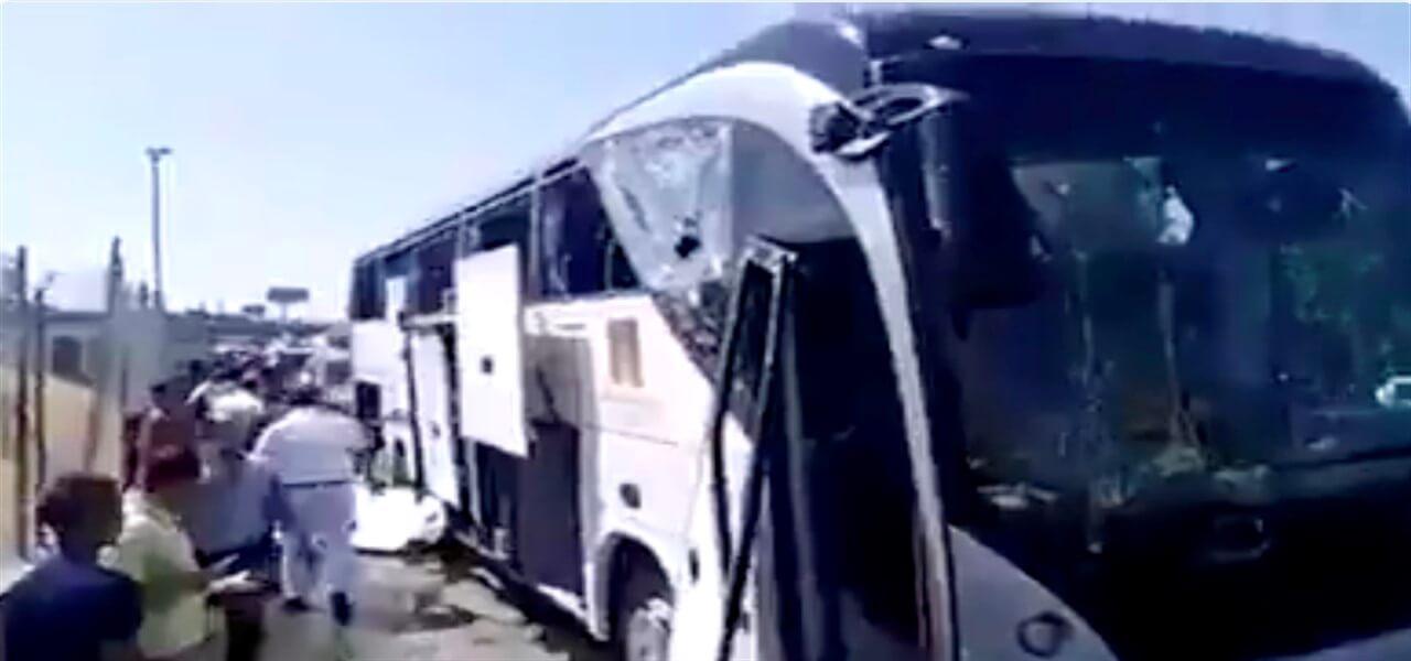 esplosione vicino bus egitto