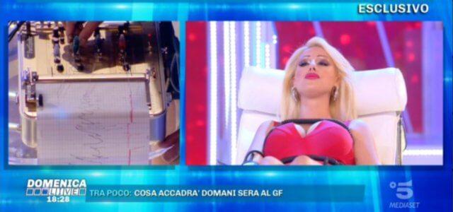 rosi roxy zamboni domenica live 640x300