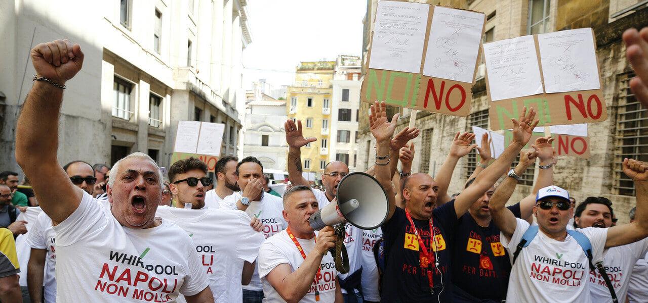 Whirlpool Napoli Protesta Lapresse1280