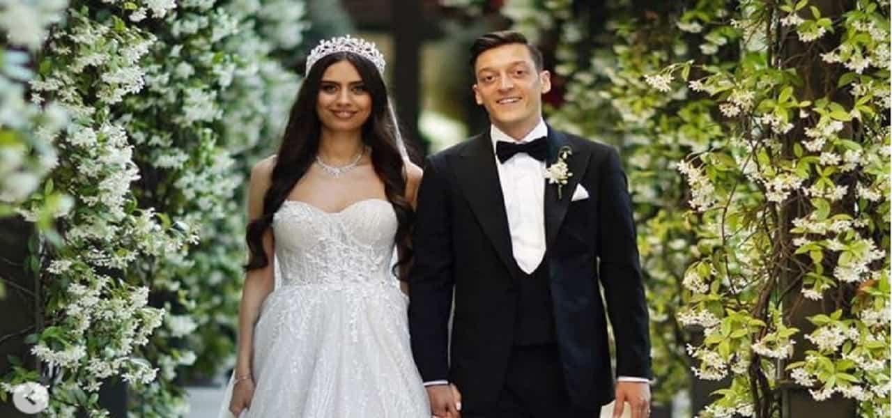 Ozil e Miss Turchia sposi min