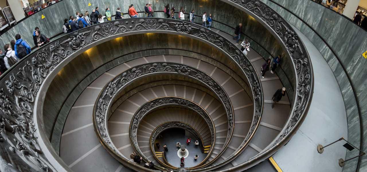 Musei Vaticani, la scalinata di Giuseppe Momo