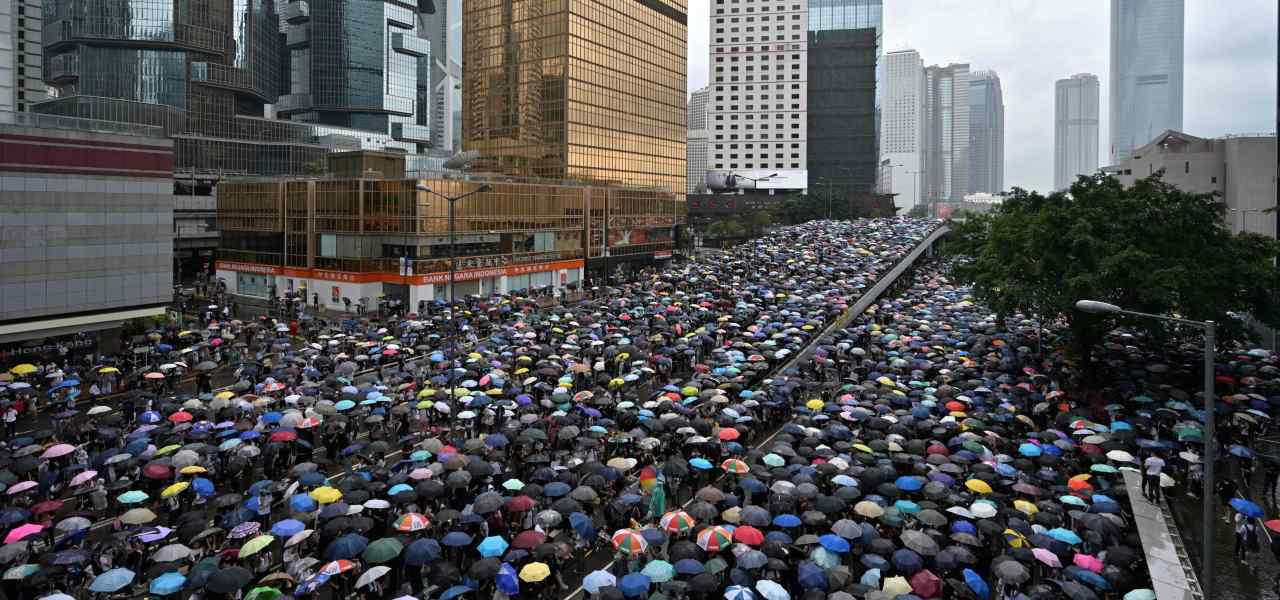 Hong Kong, proteste in piazza