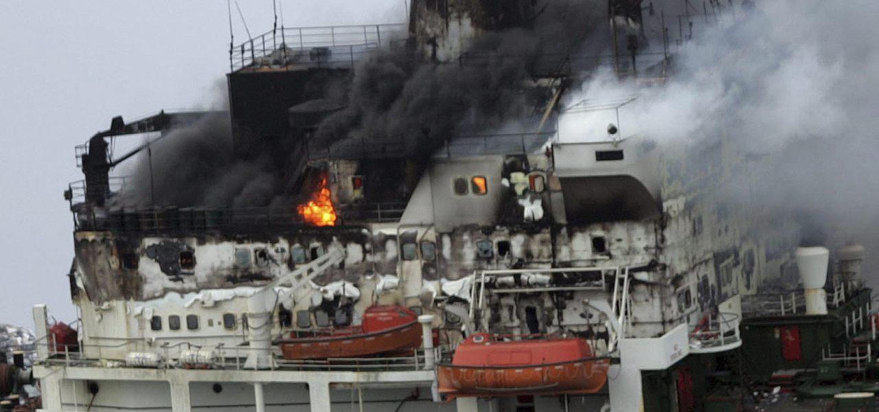 Petroliera a fuoco