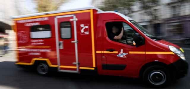 ambulanza soccorsi parigi francia lapresse 640x300