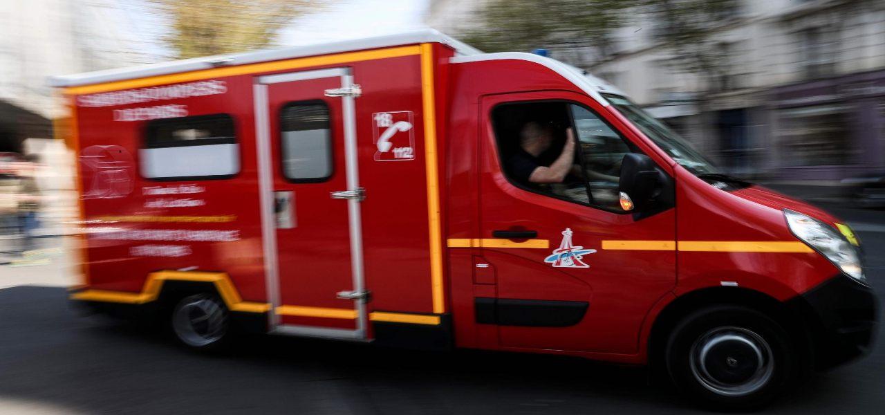 ambulanza soccorsi parigi francia lapresse