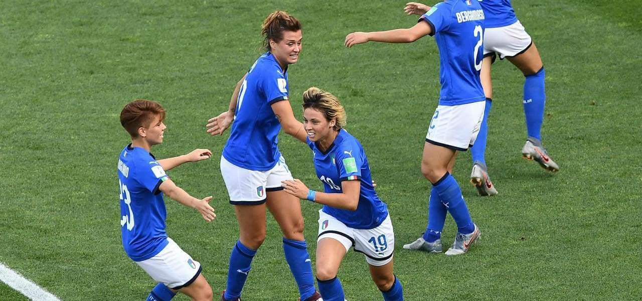 Giacinti Italia femminile esultanza lapresse 2019