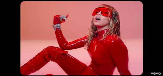 miley cyrus video mother's daughter
