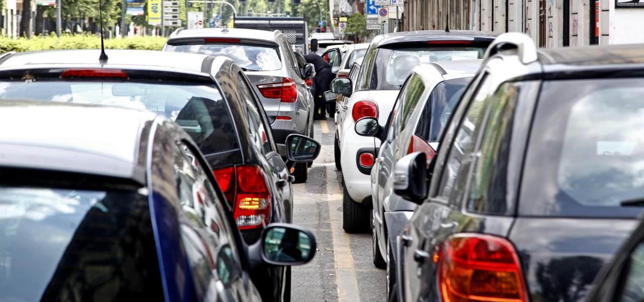 Traffico auto in strada