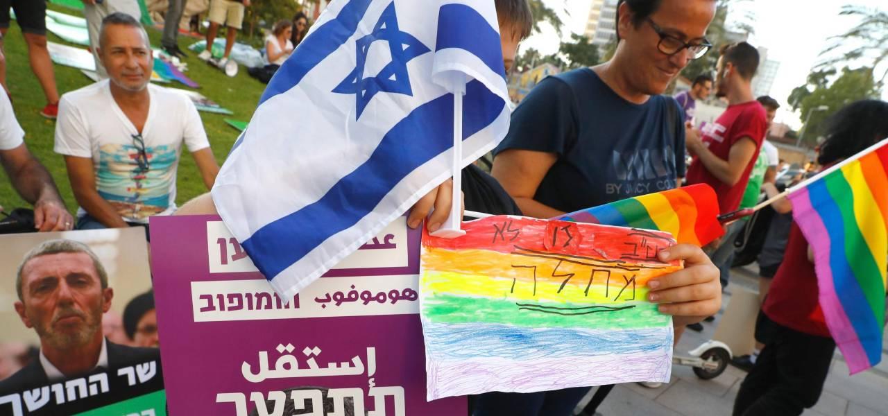 manifestazione LGBT contro Ministro Peretz