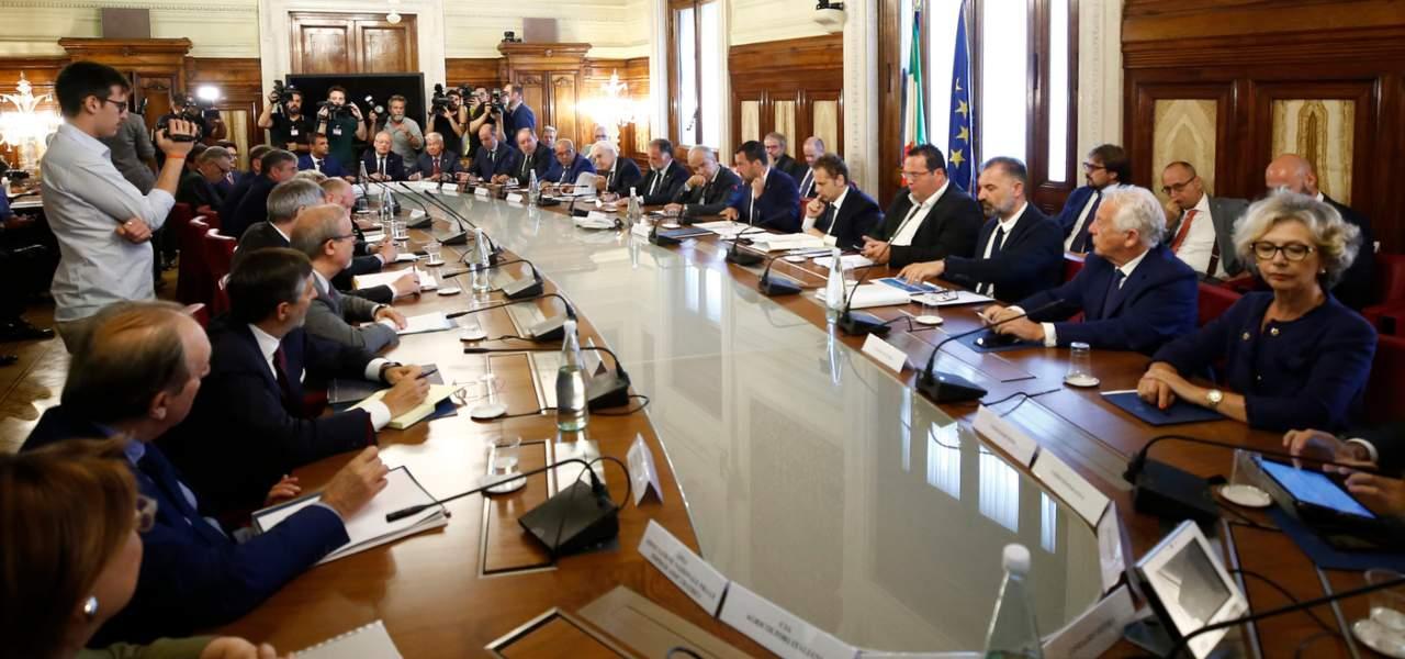 Salvini incontro le parti sociali