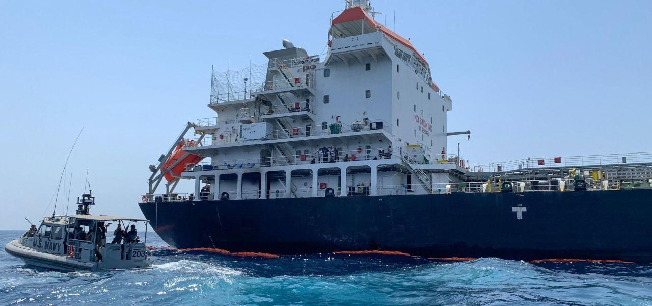 Petroliera scortata nel Golfo