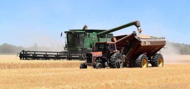 Campi trattore agricoltura pixabay1280 640x300