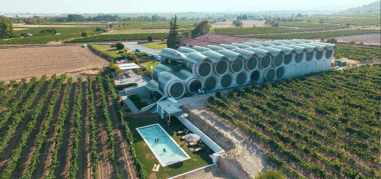 Cava & Hotel Mastinell in Spagna