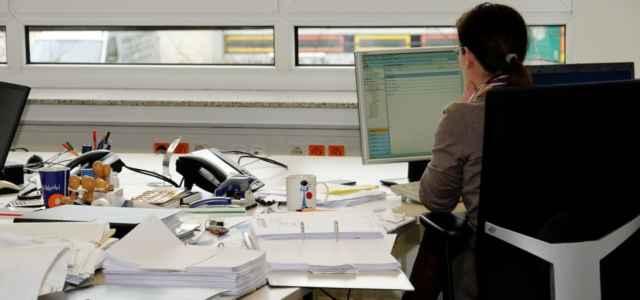 Ufficio Scrivania Lavoro Spalle Pixabay1280 640x300