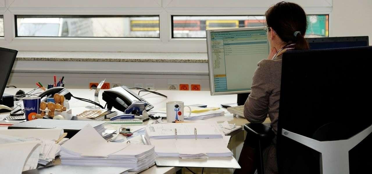 Ufficio Scrivania Lavoro Spalle Pixabay1280