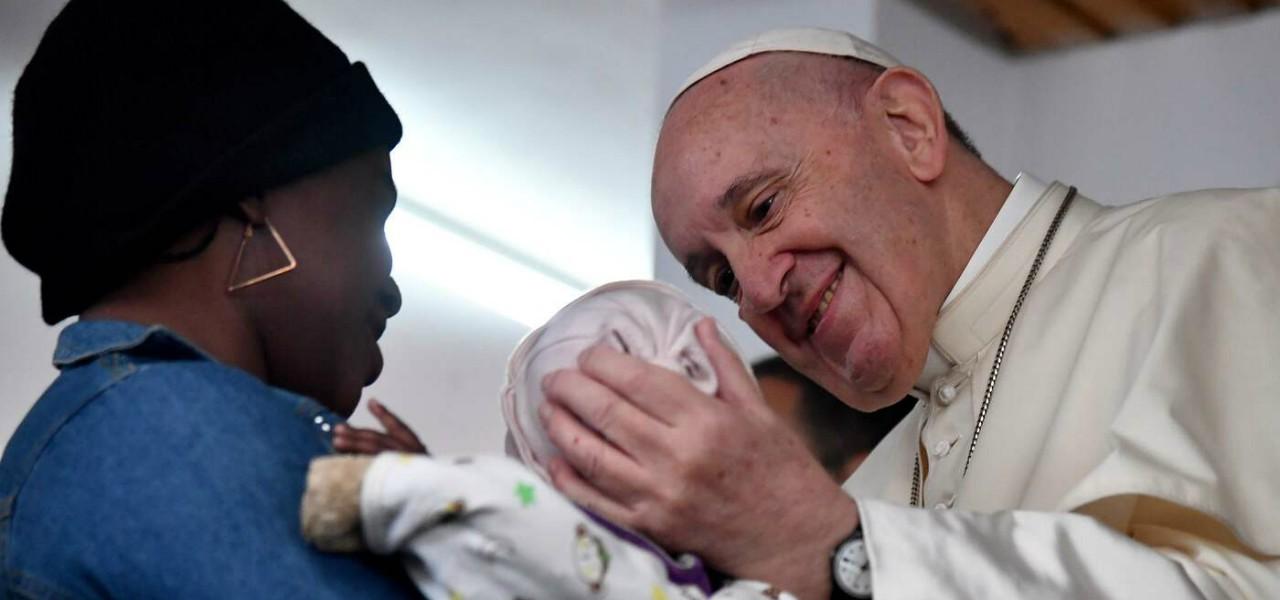 papa francesco mozambico bambino lapresse1280