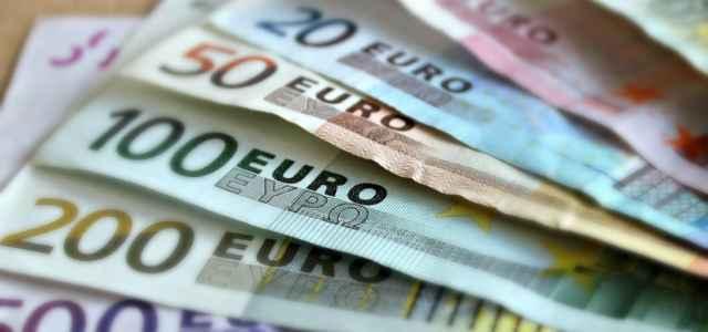 Denaro, euro in contanti