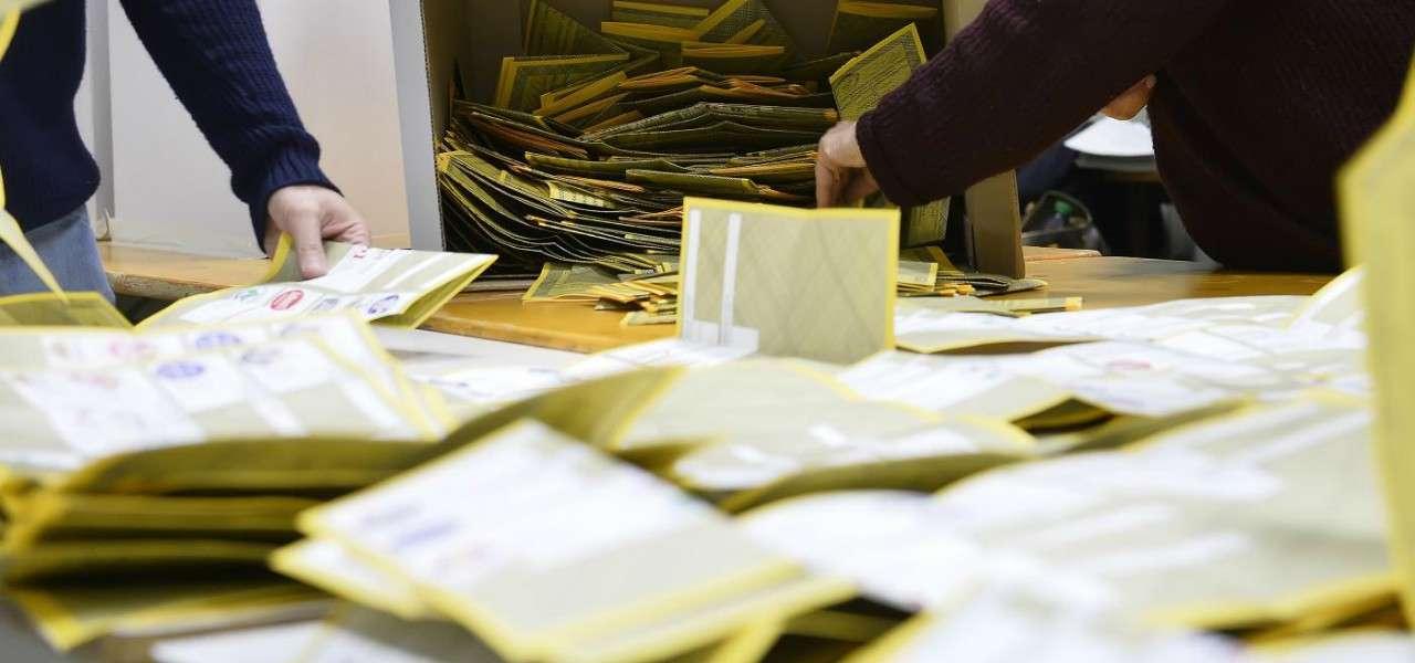 elezioni schedeelettorali spoglio 1 lapresse1280