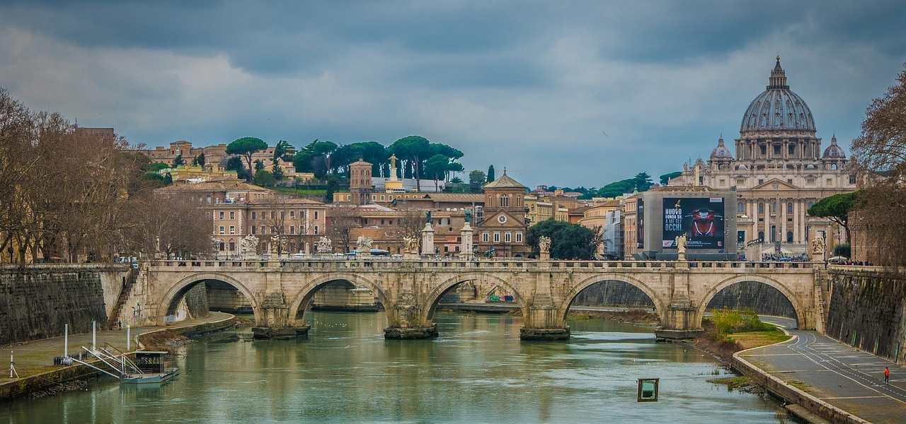 roma skyline tevere sanpietro ponte vaticano pixabay 2019